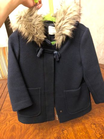 Продам пальто Zara на девочку 3-5 лет