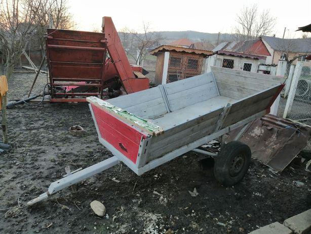 Remorcă tractor basculabilă.