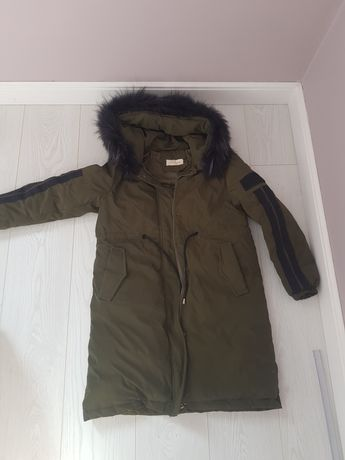 Куртка на девочку на теплую осень. Наполнитель пух.