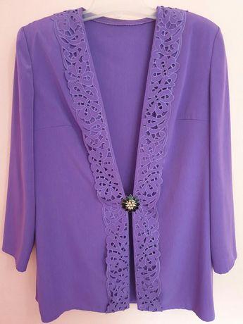 Дамски копринен костюм с рязана бродерия