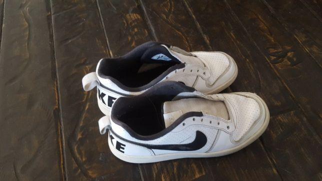 Adidasi Nike pentru un baietel stare buna marimea 37