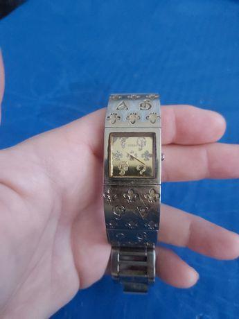 Vand 2 ceasuri Guess,unul placat cu aur