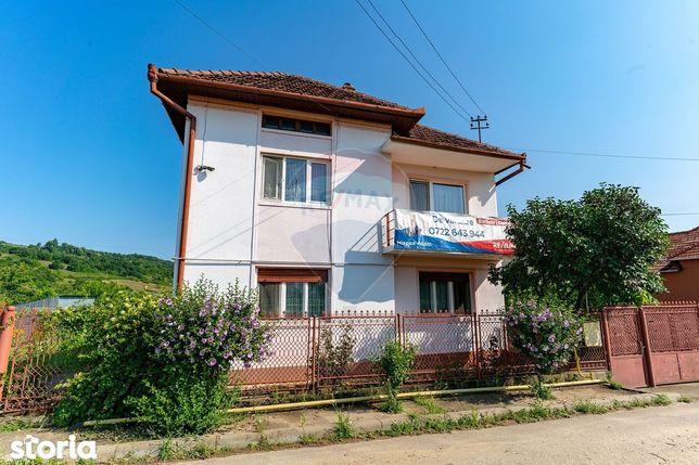 Casă / Vilă cu 7 camere de vânzare, Geoagiu, jud. Hunedoara