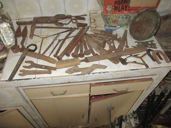 Инструменти стари разнообразни