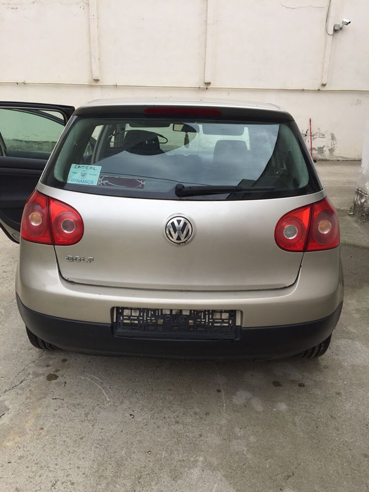 Bara spate VW Golf 5
