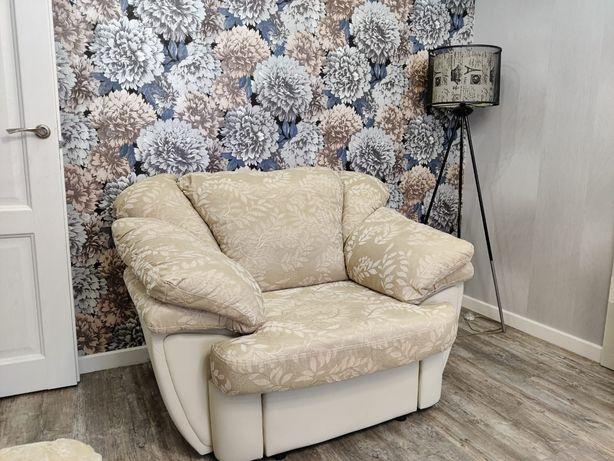 Продам мягкую мебель (диваны и кресло)