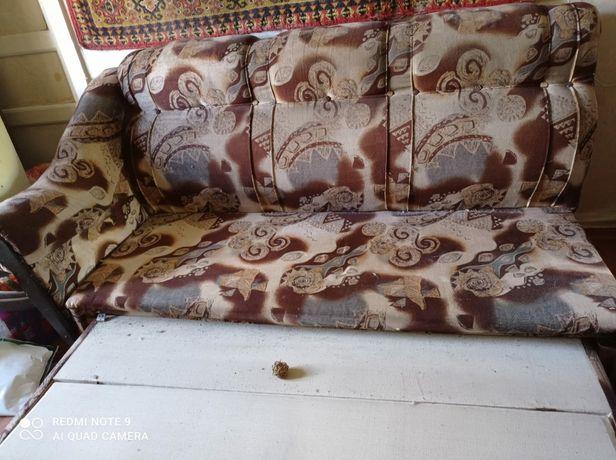 Старый диван  бесплатно срочно