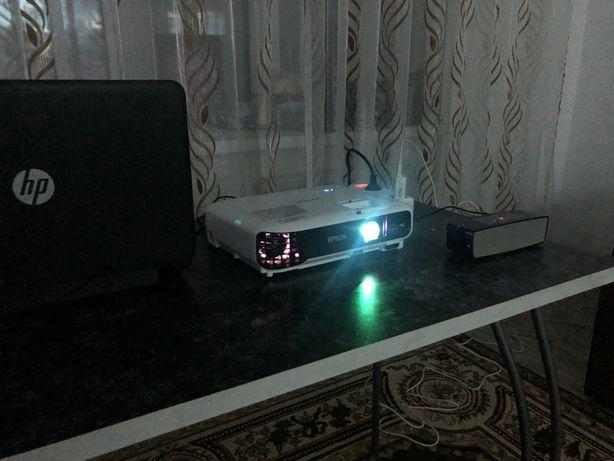 Проектор в аренду + экран 2Х2м.