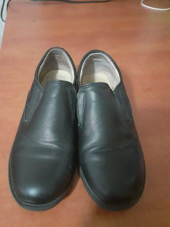 Срочно продам туфли на мальчика