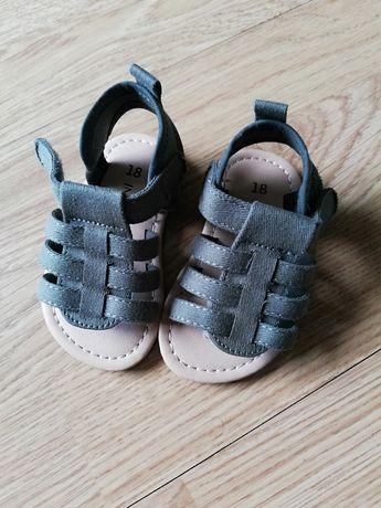 Sandalute baiat