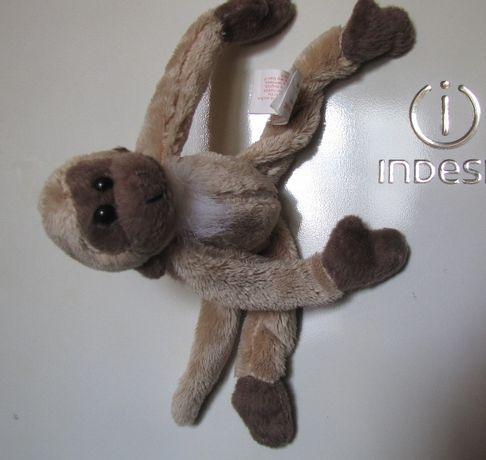 Maimuță de pluș cu magneți
