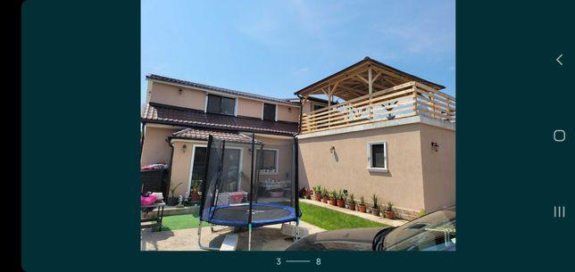 Vand casa cu etaj si piscina