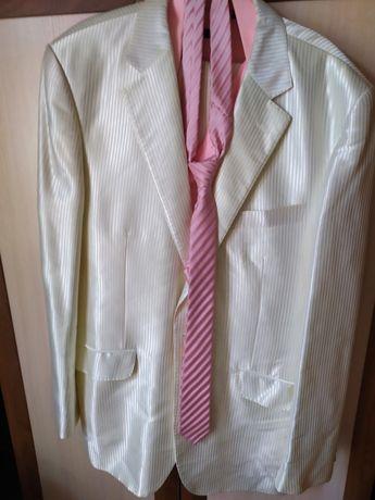 Продам мужской белый костюм.