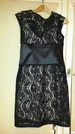 Елегантна, дантелена рокля и подарък