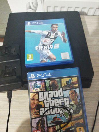 PS4 slim cu 2 jocuri,1tb + tastatura și mouse (GTA 5, FIFA 19)