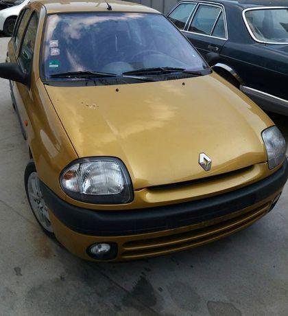 Рено Клио 2 / Renault Clio 2 1.2 58к.с. 1999г. (На части)