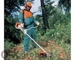 Косене на трева подрязване на храсти почистване на места