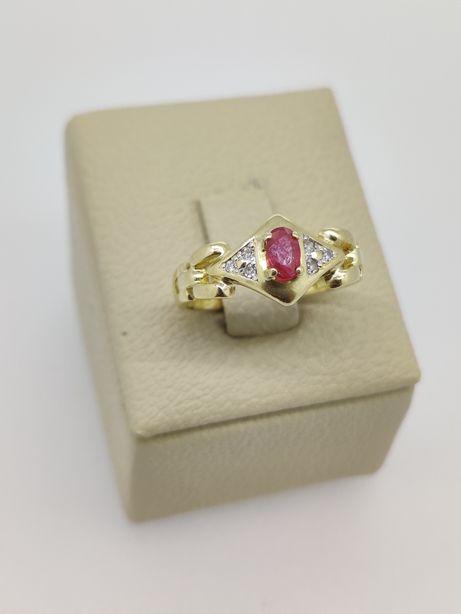 Inel aur 18k 2.05gr cu diamante si rubin