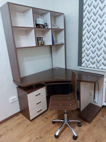 Компьютерный стол в наборе с креслом и тумбой под телевизор