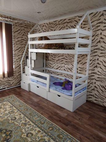 Двух ярусный кровать
