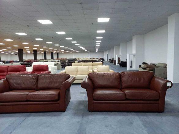 Два кафяви кожени дивана
