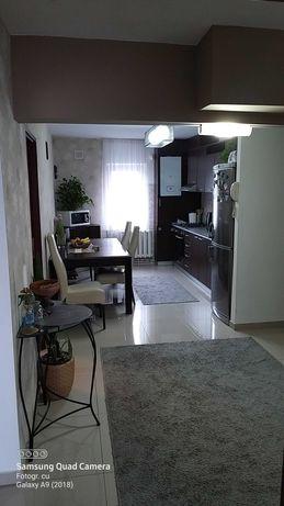 SCHIMB apartament 4 camere cu casa individuala.Ofer diferenta.