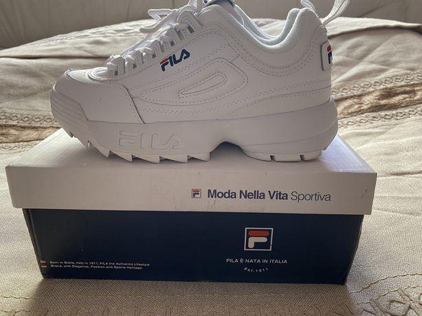 Продам новые женские кроссовки Fila.