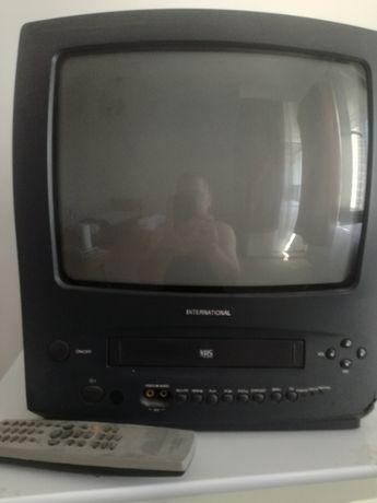 Vând ,televizor mic