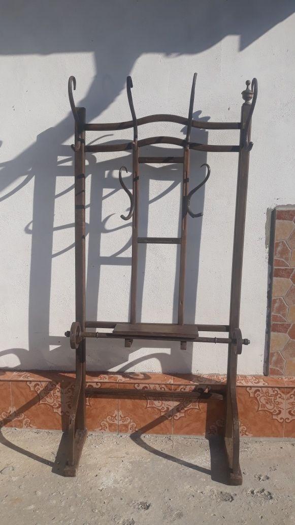 Cuier Thonet de perete vechi.