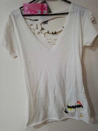 Разпродажба на тениски и потничета