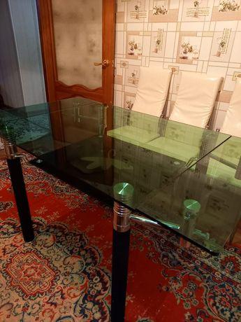 Стеклянный стол с задвижными боками